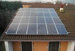 Taglia Impianto fotovoltaico: 4,5 Kwp Località: Brescia Moduli utilizzati: Suntech Pluto ADE 200wp Inverter utilizzati: Fimer