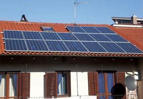 Taglia impianto fotovoltaico: 4 Kwp Località: Rosta (Torino) Moduli utilizzati: SCHOTT SOLAR 235wp Inverter utilizzati: Fimer