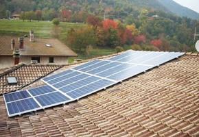 Taglia Impianto fotovoltaico: 4,5 Kwp Località: Preseglie (Brescia) Moduli utilizzati: Eclipse 235wp Inverter utilizzati: Power one