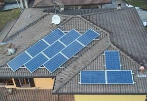 Taglia Impianto fotovoltaico: 3 Kwp Località: Preseglie (Brescia) Moduli utilizzati: Torri solare 235wp Inverter utilizzati: Solarmax