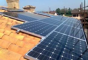 Taglia Impianto fotovoltaico: 3 Kwp Località: Rovato (Brescia) Moduli utilizzati: SAMSUNG Inverter utilizzati: SMA