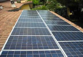 Taglia Impianto fotovoltaico: 5 Kwp Località: Ghedi (Brescia) Moduli utilizzati: REC Inverter utilizzati: SOLARMAX