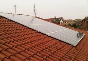 Taglia impianto fotovoltaico: 4,9 Kwp Località: Alpignano (Torino) Moduli utilizzati: QCELL SOLAR 245wp Inverter utilizzati: Solarmax