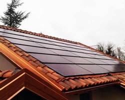 Taglia impianto fotovoltaico: 5,875 Kwp Località: Rosta (Torino) Moduli utilizzati: CENTROSOLAR 190wp Inverter utilizzato: Solarmax Particolarità: impianto integrato con innovazione teconlogica