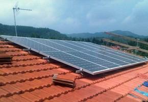 Taglia impianto fotovoltaico: 3 Kwp Località: Coazze(Torino) Moduli utilizzati: BOSCH 245wp Inverter utilizzati: Power One