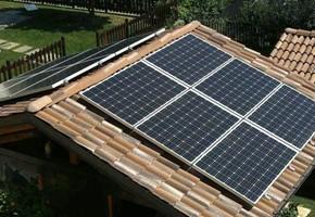Taglia impianto fotovoltaico: 3 Kwp Località: San Germano Chisone (Torino) Moduli utilizzati: BOSCH 245wp Inverter utilizzati: Power One