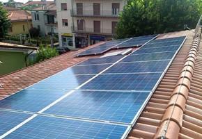 Taglia impianto fotovoltaico: 4 Kwp Località: Rovato (Brescia) Moduli utilizzati: ATERSA 235wp Inverter utilizzati: Solarmax