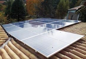 Taglia impianto fotovoltaico: 4 Kwp Località: Givoletto (Torino) Moduli utilizzati: SCHOTT SOLAR 235wp Inverter utilizzati: Fimer