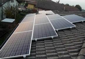 Taglia Impianto fotovoltaico: 6 Kwp Località: Cigole (BS) Moduli utilizzati: Solon 250wp Inverter utilizzati: Power One