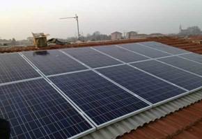 Taglia Impianto fotovoltaico: 2,99 Kwp Località: Santena (TO) Moduli utilizzati: Solon 245wp Inverter utilizzati: Microinverter Enphase