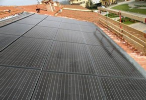 Taglia impianto fotovoltaico: 4 Kwp Località: Avigliana (Torino) Moduli utilizzati: SOLON 245wp Inverter utilizzati: Power One