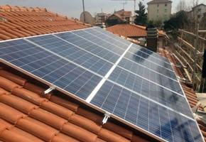 Taglia impianto fotovoltaico: 6 Kwp Località: Pianezza (Torino) Moduli utilizzati: SOLON 245wp Inverter utilizzati: Solarmax