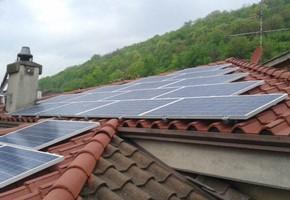 Taglia impianto fotovoltaico: 6 Kwp Località: Cellatica (Brescia) Moduli utilizzati: SUNRISE 235wp Inverter utilizzati: Power One