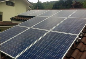 Taglia impianto fotovoltaico: 4,9 Kwp Località: Alpignano (Torino) Moduli utilizzati: SOLON 245wp Inverter utilizzati: Solarmax