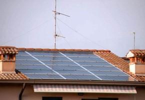Taglia impianto fotovoltaico: 3 Kwp Località: Iseo (Brescia) Moduli utilizzati: SOLON 245wp Inverter utilizzati: Solarmax