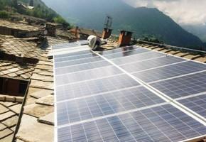 Taglia impianto fotovoltaico: 4 Kwp Località: Luserna San Giovanni(Torino) Moduli utilizzati: SOLON 245wp Inverter utilizzati: Power One