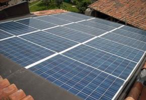 Taglia impianto fotovoltaico: 6 Kwp Località: Muscoline (Brescia) Moduli utilizzati: SOLON 245wp Inverter utilizzati: Power One