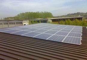 Taglia impianto fotovoltaico: 12 Kwp Località: Rosta (Torino) Moduli utilizzati: REC 235wp Inverter utilizzati: Solarmax