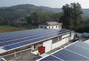 Taglia impianto fotovoltaico: 90 Kwp Località: Gassino Torinese (Torino) Moduli utilizzati: HELIOTECH 235wp Inverter utilizzati: Power One