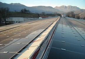 Taglia impianto fotovoltaico: 199 Kwp Località: Odolo (Brescia) Moduli utilizzati: First Solar 77wp Inverter utilizzati: Power One Note: impianto con moduli a film sottile su falde est-ovest