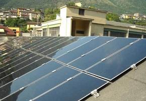 Taglia impianto fotovoltaico: 65 Kwp Località: Roè Lumezzane (Brescia) Moduli utilizzati: First Solar 83wp Inverter utilizzati: Diehl